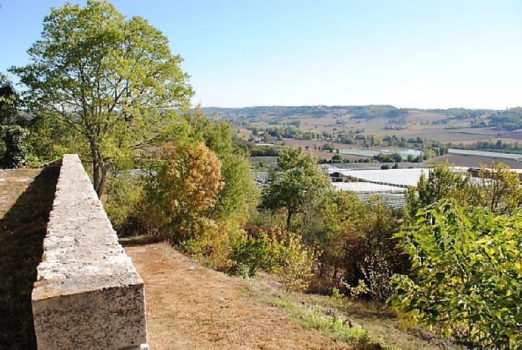 Miramont-de-Quercy chemin de ronde
